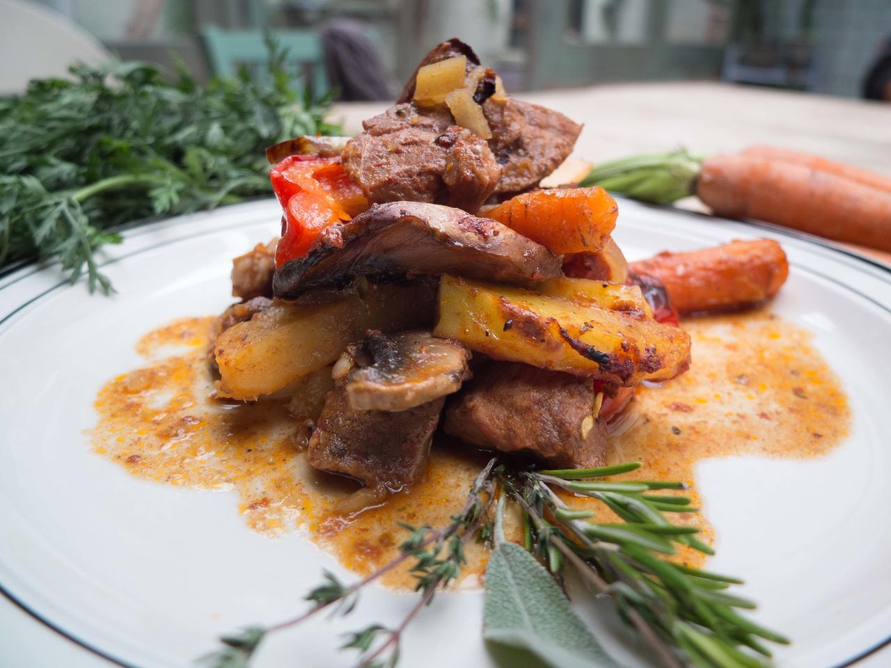 Firin Tava : agneau et légumes rôtis aux épices cuisiné par Irfan