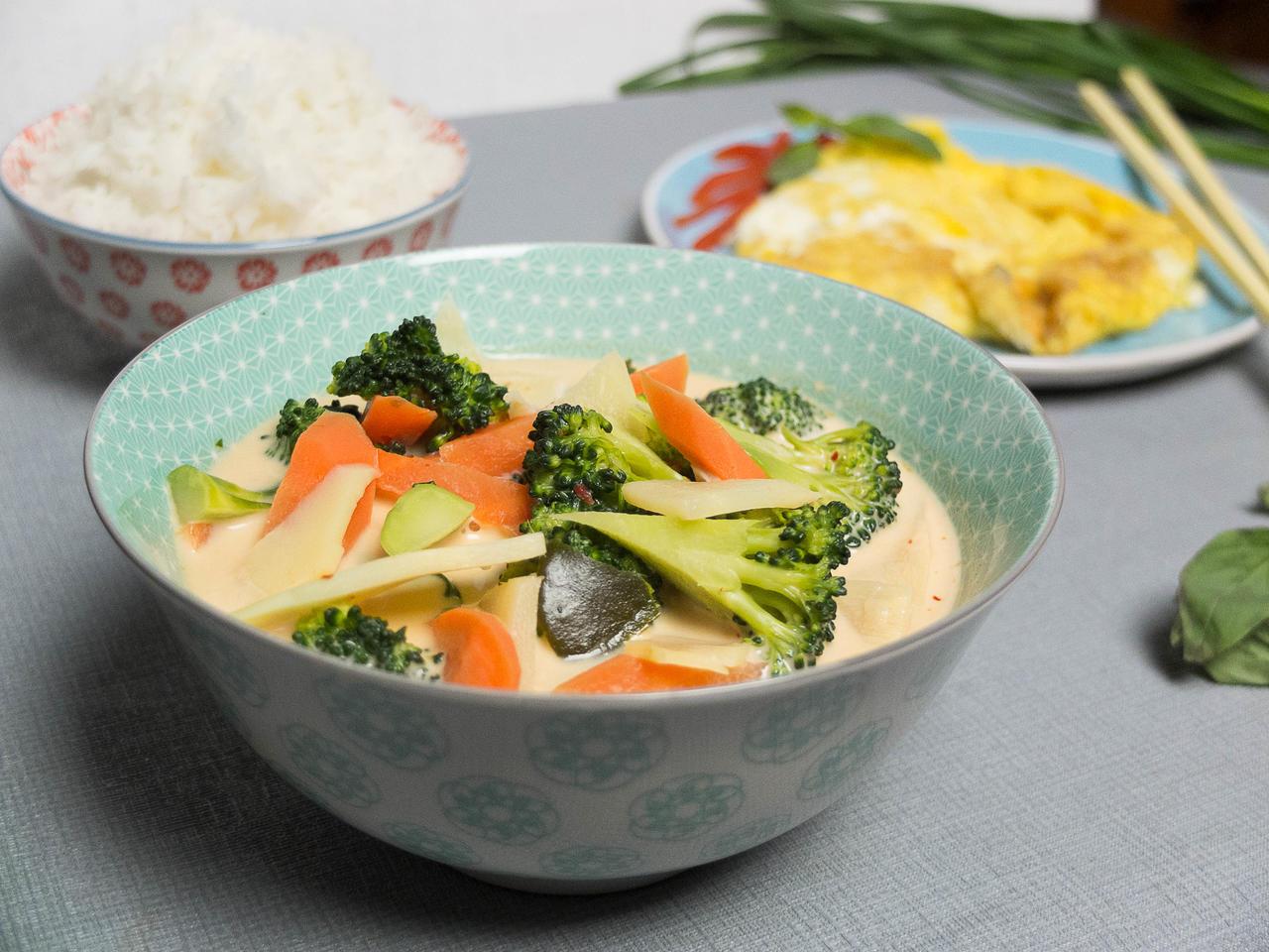 Curry rouge aux légumes et omelette thaï cuisiné par Kenny