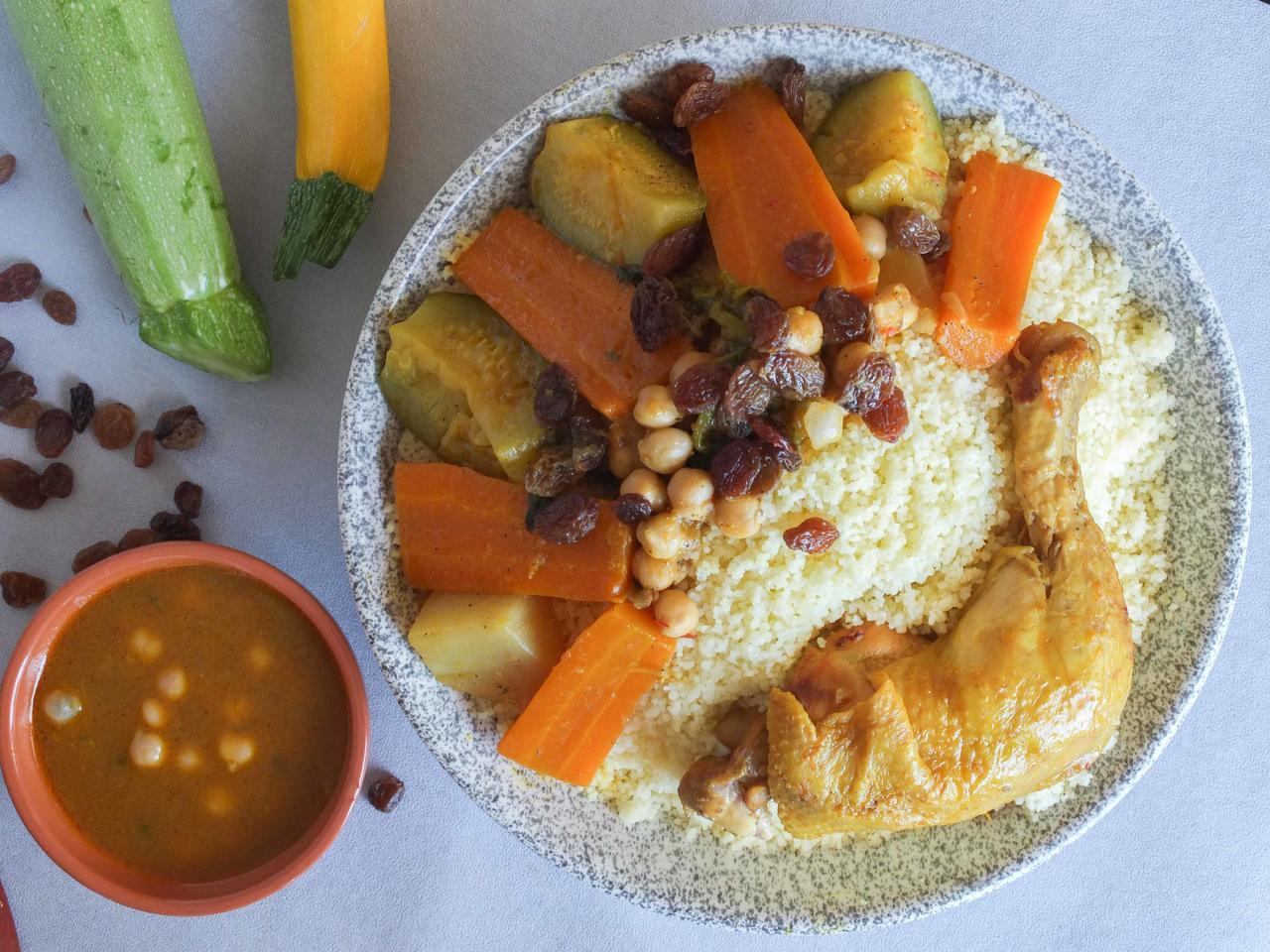 Couscous  poulet aux légumes de saison cuisiné par Nadia-et-Zakia