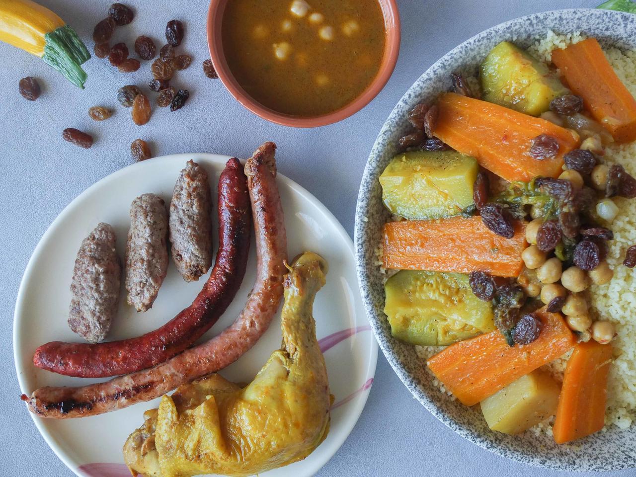 Couscous royal : poulet, merguez et keftas cuisiné par Nadia-et-Zakia