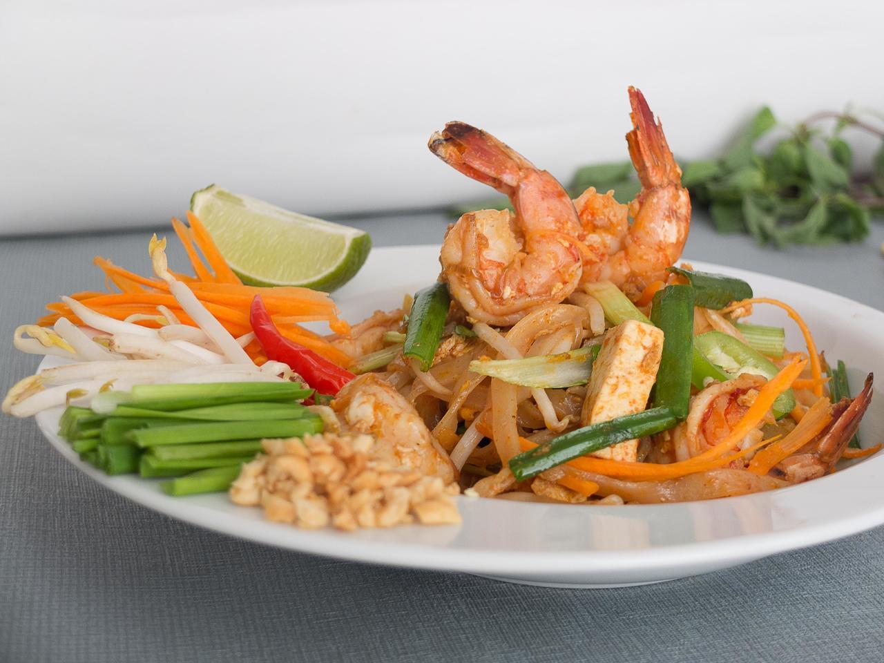 Pad Thaï aux crevettes cuisiné par Thao-Suong