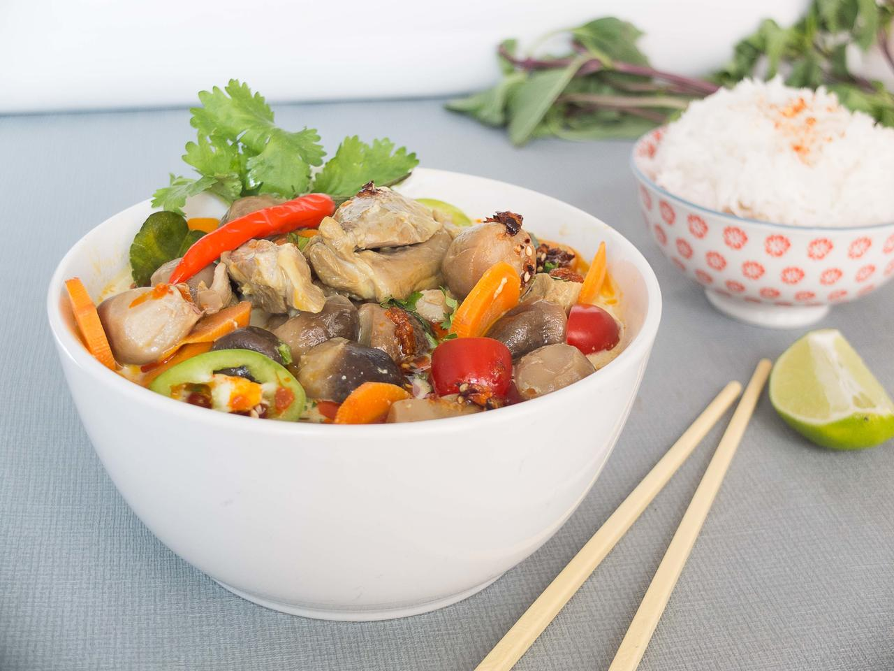 Tom Yam Kung poulet : soupe au lait de coco cuisiné par Thao-Suong