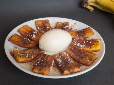 Banane plantain frite et glace vanille cuisiné par Cristiane