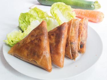 Samoussas au poulet ou samoussas végétariens (à indiquer lors de votre commande) cuisiné par Dahmane