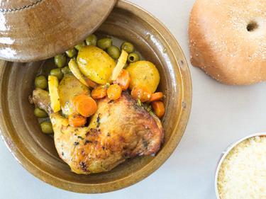 Tajine de poulet fermier aux olives et petits légumes cuisiné par Fatima