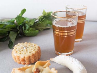 Thé à la menthe et pâtisseries orientales maison cuisiné par Fatima