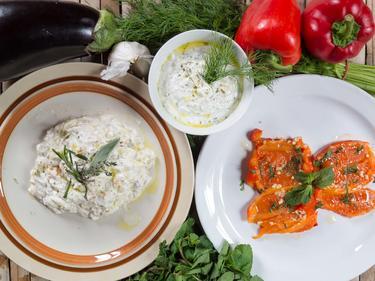 Mezze frais à partager :  caviar d'aubergine, poivrons grillés et yaourt à l'aneth cuisiné par Irfan