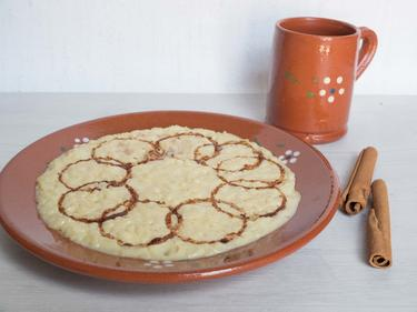 Arroz doce : riz au lait à la cannelle, l'un des desserts les plus répandus au Portugal cuisiné par Luisa