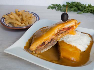 Francesinha : croque monsieur portugais cuisiné par Luisa