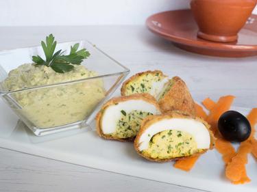 Ovos verdes ou oeufs verts : œufs mimosa en beignets, et pâté de thon cuisiné par Luisa