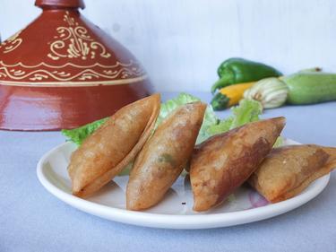 Samoussas au thon ou viande hachée ou fromage (à choisir lors de votre commande) cuisiné par Nadia-et-Zakia
