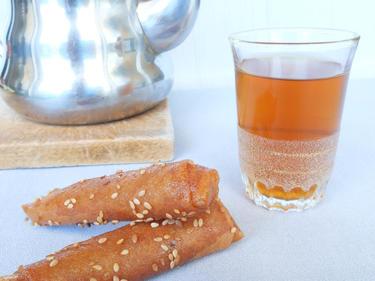 Thé à la menthe, cigare aux amandes et au miel cuisiné par Nadia-et-Zakia