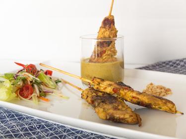 Brochettes de poulet grillées sauce satay cuisiné par Thao-Suong